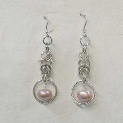 Chainmaille Earrings with pink freshwater pearls